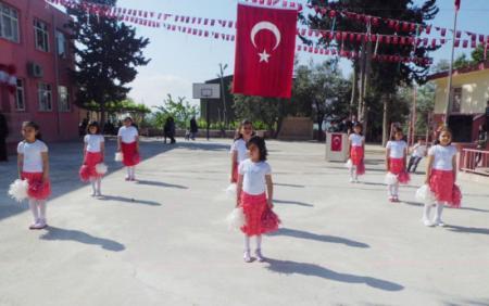 Karadiken Köyü İlköğretim Okulu Öğrencileri, 23 Nisan'ı Büyük Bir Coşkuyla Kutladılar