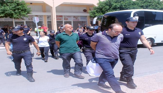 Mersin'de Belediye Başkan Danışmanı ile Birlikte 14 Kişi Tutuklandı