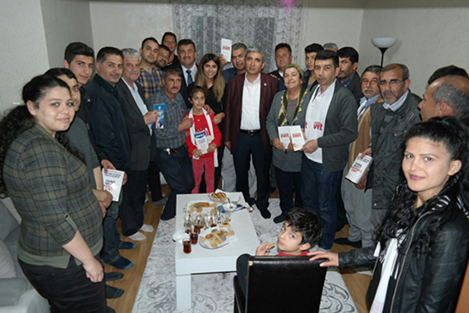 AK Partililer, Referandum İçin Ev Toplantılarına Devam Ediyorlar