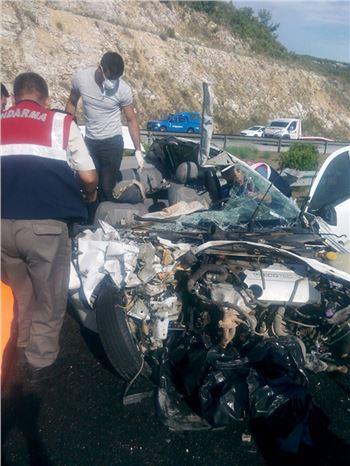 Otomobil Tırla Çarpıştı: 3 Ölü, 4 Yaralı