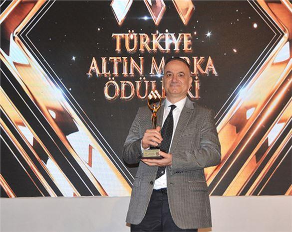 Op. Dr. Erdal Cücük, 'Yılın Tıp Adamı' Ödülü Aldı