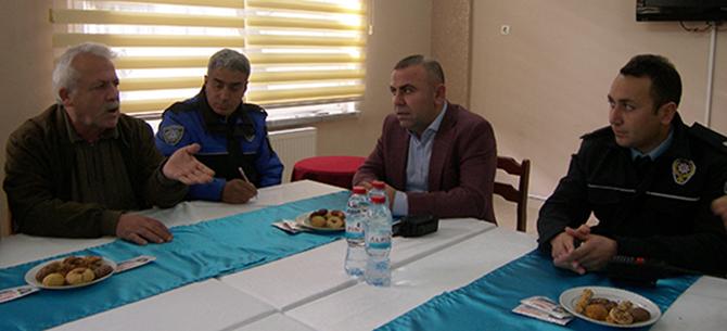 Emniyet Müdürlüğü Yetkilileri, Mahalle Muhtarları ile Toplantı Yaptı