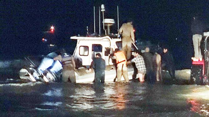 Arıza Yapan  Sahil Güvenlik Botunu Balıkçılar ve Köylüler Kurtardı