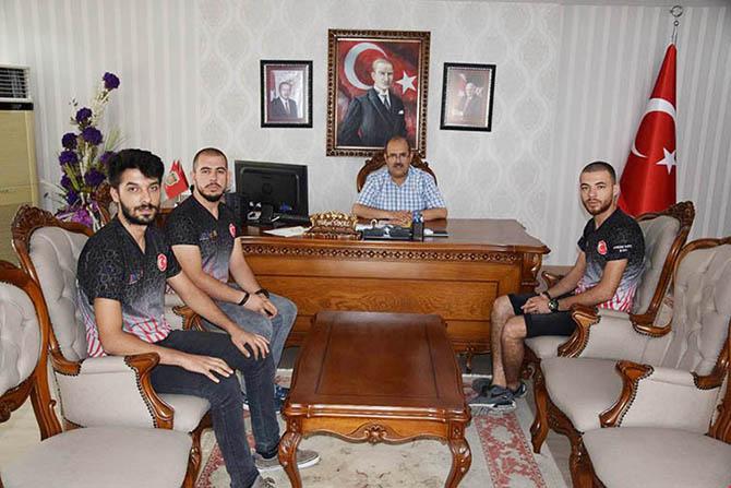 Mersin Üniversitesi MEUTechSports Ekibi Kaymakam Yüksel Ünal'ı Ziyaret Etti