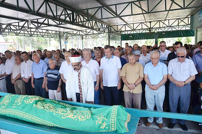 Adil Aktay'ın Kayınbabası Gözyaşları Arasında Toprağa Verildi