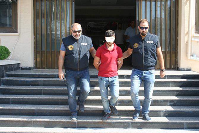 Tarsus'ta Terör Örgütü Propagandası Yapan 2 Kişi Tutuklandı