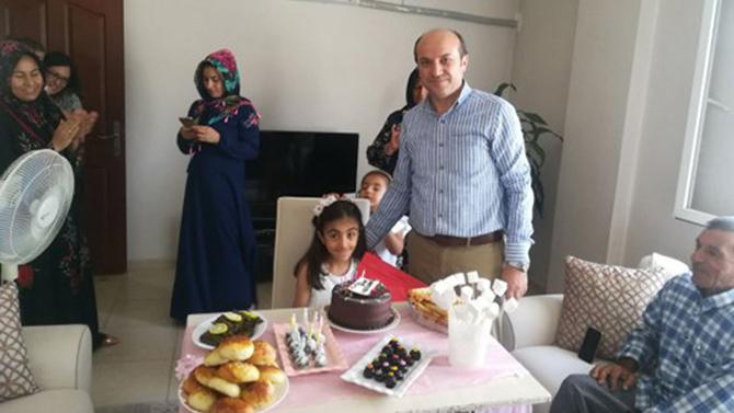 Milli Eğitim Müdürü Metin'den, Öğrenciye Sürpriz Doğum Günü
