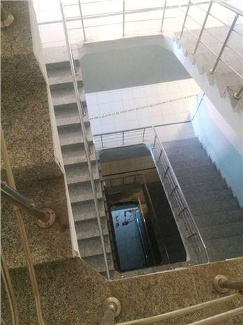 Merdiven Boşluğuna Düşen Adam Öldü