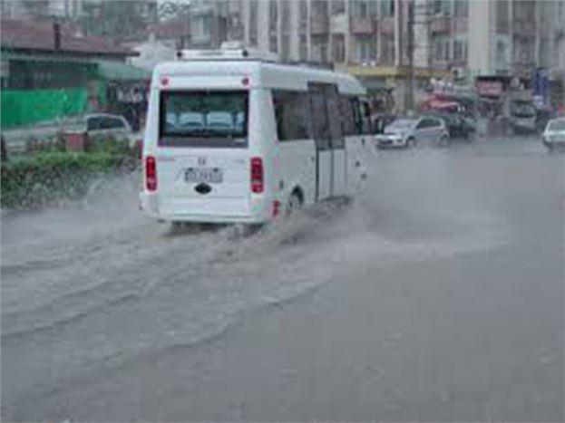 Sağnak Yağış Olumsuz Etkiledi