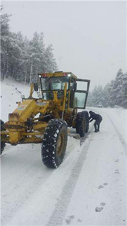 Tarsus Belediyesi Kardan Kapanan Yolları Açtı