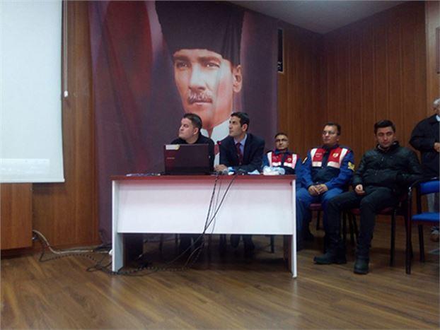 Okul Servis Aracı Sürücülerine ve Rehber Personellere Eğitim Semineri Verildi