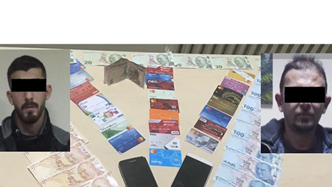 Kredi Kartı Dolandırıcıları ATM'de Yakalandı
