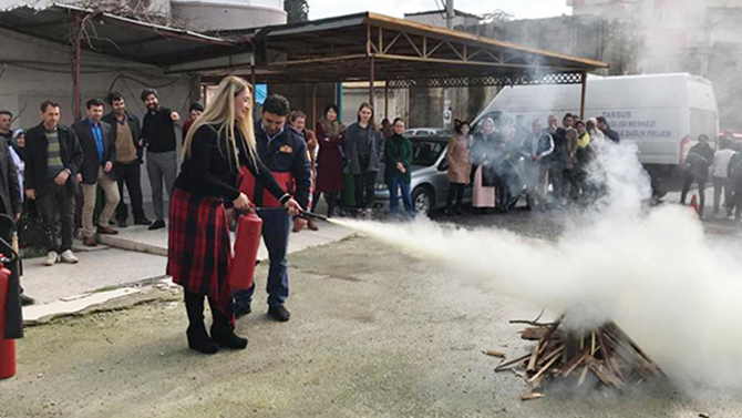 Sağlık Çalışanlarına Yangın Söndürme Tatbikatı Eğitimi Verildi