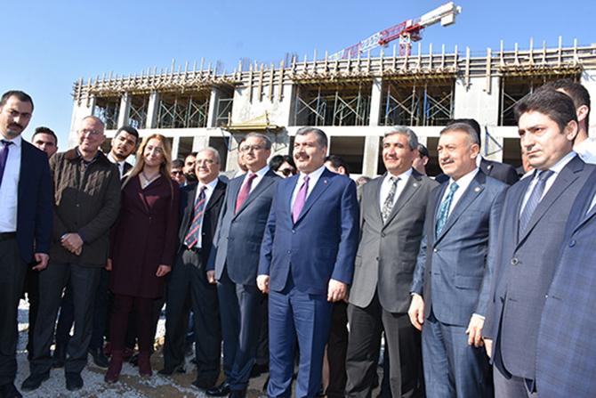 Sağlık Bakanı Fahrettin Koca, Tarsus Devlet Hastanesi İnşaatını Gezdi