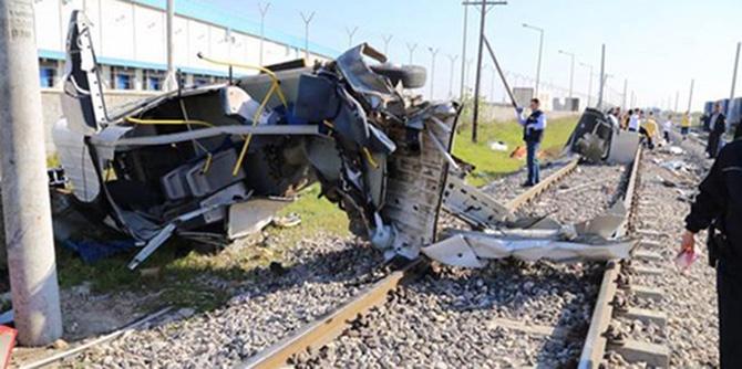 Tarsus'ta Tren Kazası Oldu