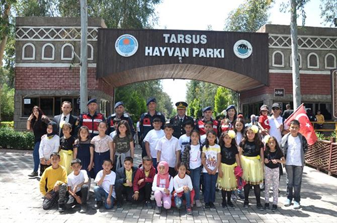 Jandarma Komutanlığı Köy Okulu  Öğrencilerini Hayvanat Bahçesiyle Tanıştırdı