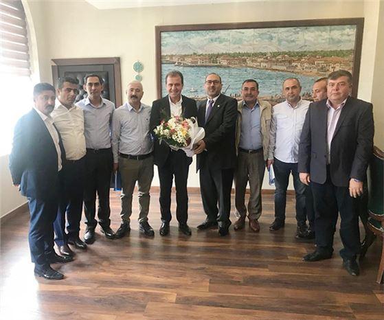 Başkan Şen ve Yöneticileri, Büyükşehir Belediye Başkanı Seçer'i Ziyaret Etti