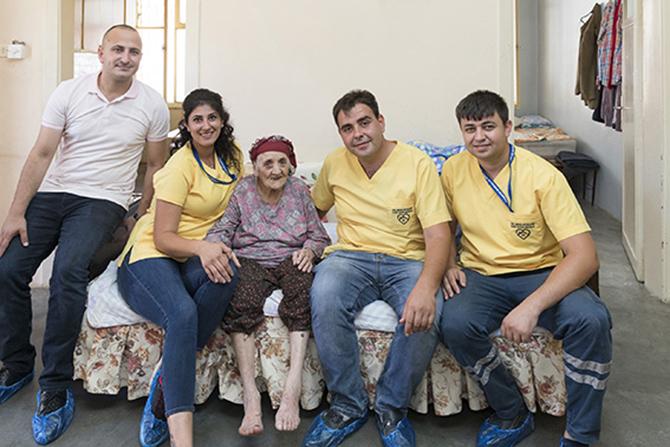 Tarsus'lu 110 Yaşındaki Fatma Teyze'nin Yüzü Büyükşehir'le Gülüyor