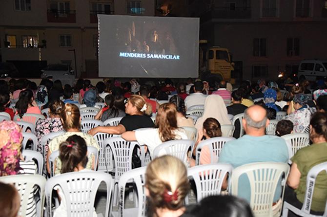Açık Havada Aile Boyu, 'Nostalji Sinema' Keyfine Yoğun Katılım