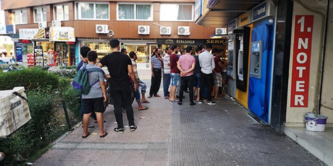 Suriyeliler, ATM'lere Akın Etti