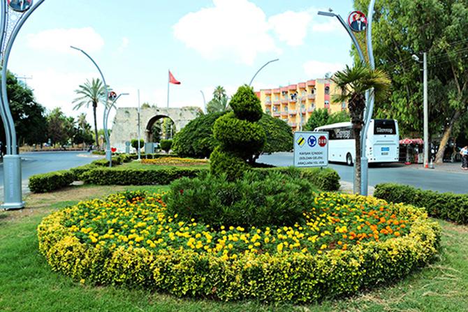 Büyükşehir Belediyesi, Çiçeklerle Tarsus'u Süsledi