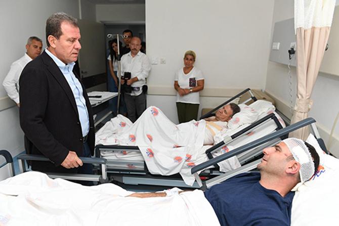 Seçer,  Kazada Yaralanan Ekibini Ziyaret Etti