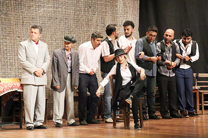 Tarsus'ta Tiyatro Kursu Açılıyor