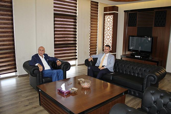 Tarsus Kaymakamı Kadir Sertel Otcu,Tarsus Ticaret Borsası'na iade-i Ziyarette bulundu.