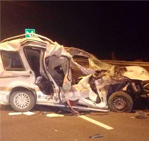 Otomobille Kamyon Çarpıştı: 1 Ölü, 1 Yaralı