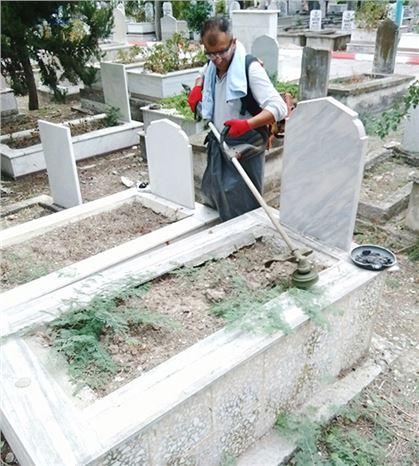 Büyükşehir Ekipleri Tarsus Güney Kabristanında Kapsamlı Bakım Yaptı