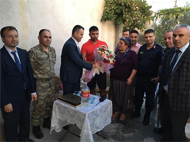 Kaymakam Otcu, Gazi Yılmaz'ı Evinde Ziyaret Etti