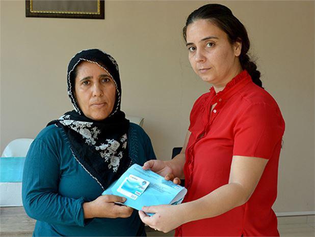 Mersin'de İhtiyaç Sahiplerine 'Halk Kart' Dağıtımı Başladı