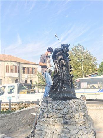 Tarsus'un, Simgelerinden Şahmeran Heykeli, Büyükşehir Tarafından Bakıma Alındı