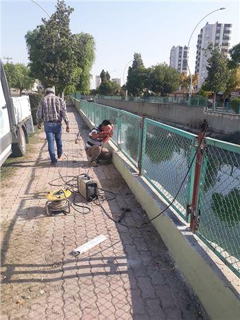 Su Kanalları Kenarında Kırılan Korkuluklar Onarılıyor