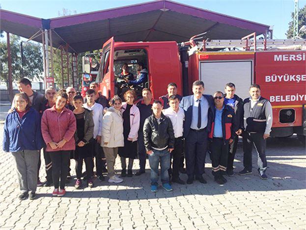 Özel Eğitim Öğrencileri, Mersin Büyükşehir Belediyesi Tarsus İtfaiye Grup Amirliğini Ziyaret Etti