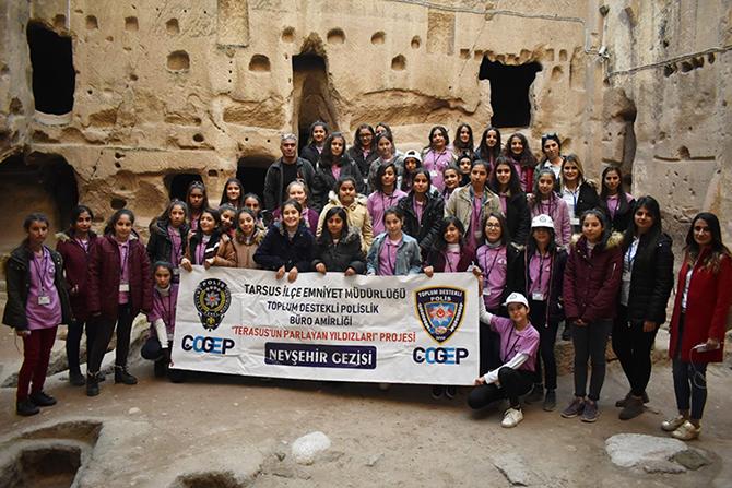 Polis 40 Kız Öğrenciyi Nevşehir'e Geziye Götürdü