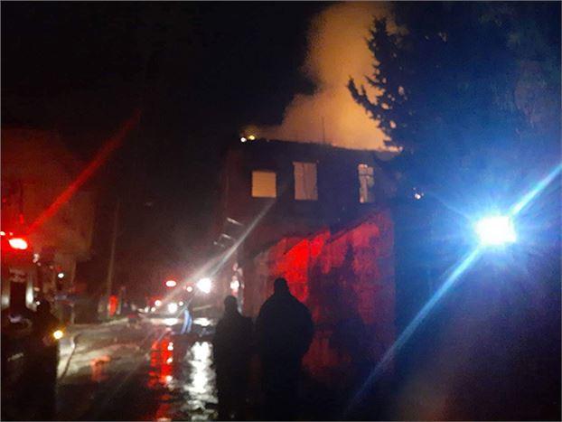 Çıkan Yangında 2 Katlı Ahşap Ev Küle Döndü