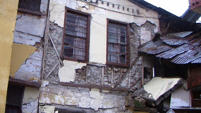 Aşırı Yağışlardan Evin Duvarı Çöktü