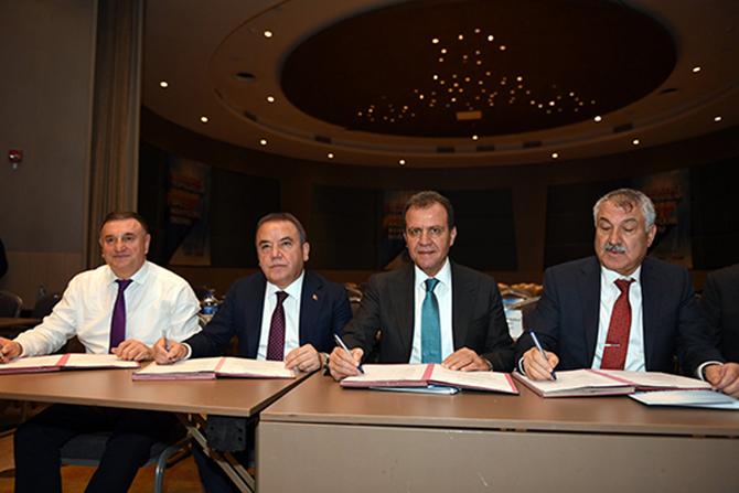 Temiz Akdeniz Projesi Protokolünü 4 Büyükşehir Belediye Başkanı İmzaladı