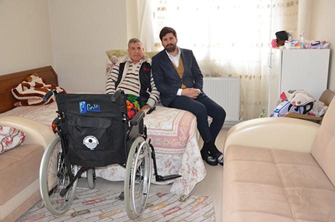 Büyükşehir'den, Tarsus'ta Yaşayan Engelli Vatandaşa Tekerlekli Sandalye