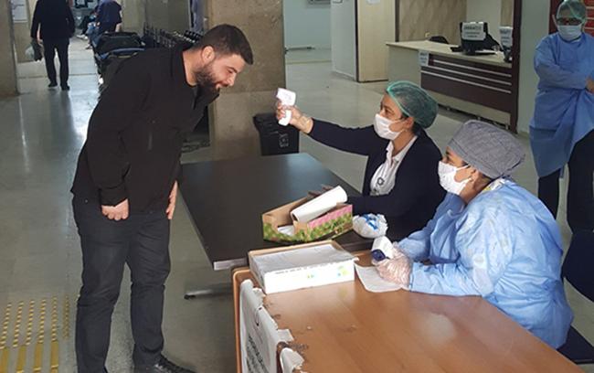 Tarsus Devlet Hastanesi Girişleride Ateş Ölçülüyor