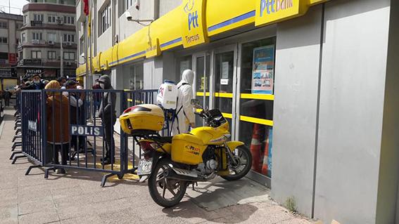 Büyükşehir Ekipleri Tarsus'ta Hergün Dezenfektan Çalışması Yapıyor