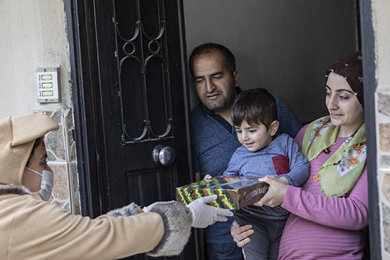 Büyükşehir'den 100. Yılda 100 Çocuğa Evinde Hediye Paketi