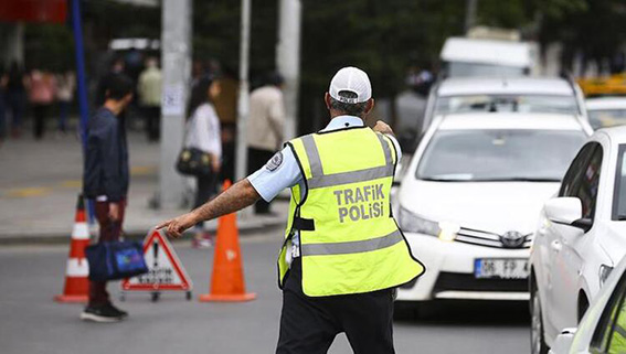 Tarsus'ta Sokağa Çıkma Yasağına Uymayan 36 Kişiye 82 Bin TL Ceza Kesildi