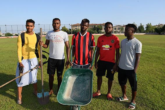 Türkiye'ye Futbol Oynamaya Gelen Nijeryalılar, Alt Liglerin Kapalı Olmasından Dolayı Kulüpte Yatıp Kalkıyor