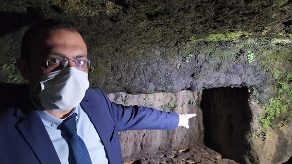 Tarsus'ta Sular Çekildi, Kaya Mezarlar Ortaya Çıktı