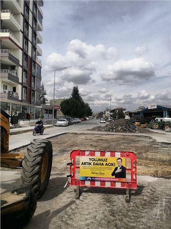 Tarsus'ta Yol Asfaltlama ve Onarım Çalışmaları Aralıksız Şekilde Sürdürülüyor