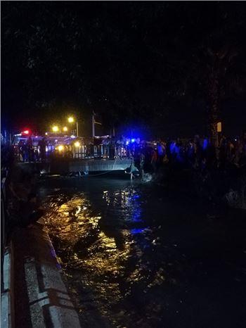 Tarsus'ta iki otomobilin çarpıştığı kazada araçlardan biri sulama kanalına düştü. Kazada 3 kişi yaralandı.