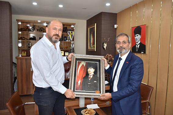 Tarsus Belediye Başkanı Haluk  Bozdoğan Gazetemizi Ziyaret Etti